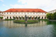 Δημοκρατία Chezh, Πράγα Κήπος Wallenstein, πηγή με το άγαλμα στοκ φωτογραφία με δικαίωμα ελεύθερης χρήσης