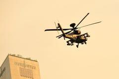 Δημοκρατία flypast επιθετικών ελικοπτέρων τόξων Apache Πολεμικής Αεροπορίας της Σιγκαπούρης (RSAF) κατά τη διάρκεια της πρόβας 201 Στοκ φωτογραφία με δικαίωμα ελεύθερης χρήσης