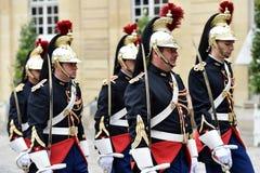Δημοκρατικές φρουρές Matignon ξενοδοχείων της τιμής Στοκ φωτογραφία με δικαίωμα ελεύθερης χρήσης