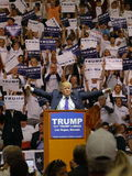 Δημοκρατική προεδρική συνάθροιση εκστρατείας του Ντόναλντ Τραμπ υποψηφίων στο χώρο & τη χαρτοπαικτική λέσχη νότιου σημείου στο Λα Στοκ εικόνες με δικαίωμα ελεύθερης χρήσης