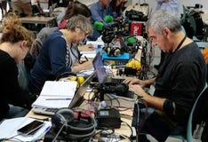 Δημοσιογράφοι στην εργασία Στοκ εικόνα με δικαίωμα ελεύθερης χρήσης