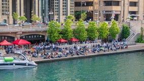 Δημοφιλές Riverwalk στο Σικάγο - το ΣΙΚΑΓΟ, ΗΠΑ - 12 ΙΟΥΝΊΟΥ 2019 στοκ φωτογραφία