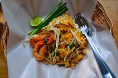 Δημοφιλέστερο τηγανισμένο νουντλς Pathai ή Padthai με τις γαρίδες ή τις γαρίδες στοκ εικόνες με δικαίωμα ελεύθερης χρήσης