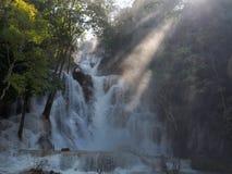 Δημοφιλής τόπος προορισμού τουριστών καταρρακτών Si Kuang κουρελιών στοκ εικόνες