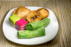 Δημοφιλές ανάμεικτο γλυκό επιδόρπιο της Μαλαισίας ή γνωστός απλά ως kuih στοκ φωτογραφία με δικαίωμα ελεύθερης χρήσης