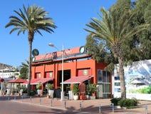 Δημοφιλής επιχείρηση Coffeeshop καφετεριών ανοικτή για την επιχείρηση κοντά στην παραλία Αγαδίρ Στοκ φωτογραφία με δικαίωμα ελεύθερης χρήσης