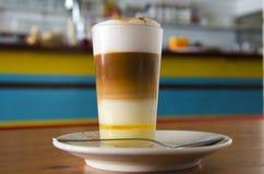 Δημοφιλής κανάριος καφές Barraquito †« Στοκ εικόνα με δικαίωμα ελεύθερης χρήσης