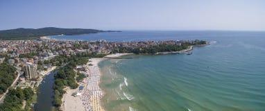 Δημοφιλής μεγάλη παραλία στη Μαύρη Θάλασσα άνωθεν Στοκ Φωτογραφίες