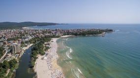 Δημοφιλής μεγάλη παραλία στη Μαύρη Θάλασσα άνωθεν Στοκ εικόνα με δικαίωμα ελεύθερης χρήσης