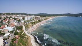 Δημοφιλής παραλία στη Μαύρη Θάλασσα άνωθεν Στοκ Εικόνες