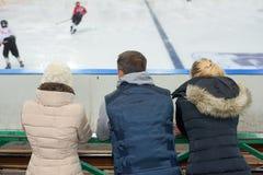 Δημόσια αντιστοιχία χόκεϋ πάγου προσοχής Στοκ Φωτογραφίες