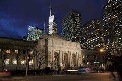 Δημόσια βιβλιοθήκη της Νέας Υόρκης dusk, Μανχάταν, Νέα Υόρκη στοκ εικόνες