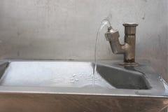 Δημόσια βρύση πόσιμου νερού για όλους ελεύθερη να πιει Στοκ εικόνα με δικαίωμα ελεύθερης χρήσης