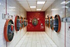 δημόσια κόκκινα τηλέφωνα τ&eta στοκ εικόνες