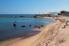 Δημόσια παραλία στην πόλη Πόρτο-Torres, Ιταλία Στοκ εικόνα με δικαίωμα ελεύθερης χρήσης