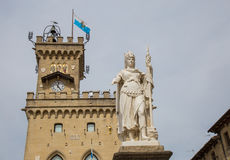 Δημόσια παλάτι και άγαλμα της ελευθερίας marino SAN Δημοκρατία του SAN Μ Στοκ Φωτογραφίες
