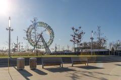 Δημόσια τέχνη ροδών Ferris στοκ φωτογραφία με δικαίωμα ελεύθερης χρήσης