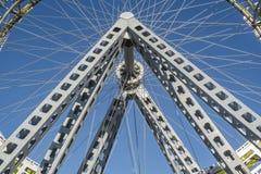 Δημόσια τέχνη ροδών Ferris στοκ φωτογραφία