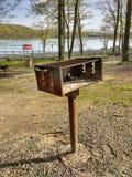 Δημόσια BBQ σχάρα στο κρατικό πάρκο Harriman, Νέα Υόρκη, ΗΠΑ στοκ εικόνες