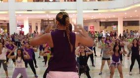 Δημόσιος χορός Zumba απόθεμα βίντεο