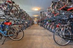 Δημόσιος χώρος στάθμευσης κύκλων στον κεντρικό σταθμό Στοκ Φωτογραφίες