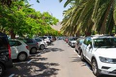Δημόσιος χώρος στάθμευσης μπροστά από την παραλία Playa de Las Teresitas στοκ φωτογραφία