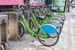Δημόσιο ποδήλατο για το μίσθωμα στοκ φωτογραφία με δικαίωμα ελεύθερης χρήσης