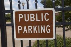 Δημόσιο σημάδι χώρων στάθμευσης Στοκ εικόνες με δικαίωμα ελεύθερης χρήσης