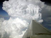 Διάβαση από ένα σύννεφο θύελλας στον αέρα Στοκ Εικόνα
