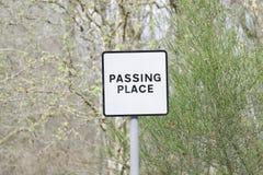 Διάβαση θέσεων οδικών σημαδιών της μετα προσοχής Σκωτία κινδύνου ασφάλειας επαρχίας αγριοτήτων αγροτικής στοκ εικόνες