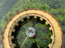 Διάβαση πεζών γύρω από τον πύργο στοκ φωτογραφίες με δικαίωμα ελεύθερης χρήσης