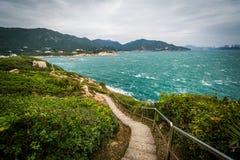 Διάβαση πεζών και άποψη της ακτής Tai στο TAU Chau, σε Shek Ο, σε Hon Στοκ φωτογραφία με δικαίωμα ελεύθερης χρήσης