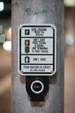 διάβαση πεζών κουμπιών Στοκ εικόνες με δικαίωμα ελεύθερης χρήσης