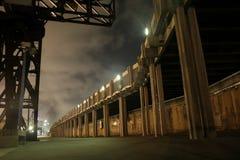 διάβαση πεζών νύχτας λιμενοβραχιόνων Στοκ Εικόνα