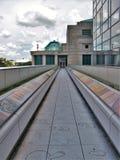 Διάβαση πεζών πέρα από το δρόμο στο μουσείο της βόρειας Καρολίνας των φυσικών επιστημών Στοκ Εικόνες