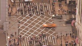 Διάβαση πεζών περάσματος πεζών συσσωρευμένες οδοί πόλεων απόθεμα βίντεο