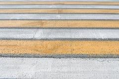 Διάβαση πεζών στην οδική για τους πεζούς διάβαση σε ένα πέρασμα οδών στοκ εικόνες με δικαίωμα ελεύθερης χρήσης