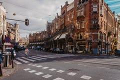 Διάβαση πεζών στο κέντρο του Άμστερνταμ μια ηλιόλουστη ημέρα στοκ φωτογραφίες
