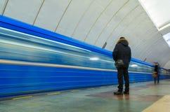 Διάβαση των τραίνων στον υπόγειο σε Yekaterinburg Στοκ Φωτογραφία