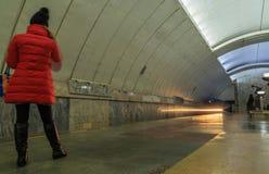 Διάβαση των τραίνων στον υπόγειο σε Yekaterinburg Στοκ Εικόνα