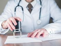 Διάγνωση γιατρών ` s, γραμματόσημο στοκ εικόνες με δικαίωμα ελεύθερης χρήσης