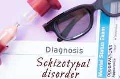 Διάγνωση της αναταραχής Schizotypal Η κλεψύδρα, γυαλιά γιατρών, διανοητικός διαγωνισμός θέσης είναι κοντά στην αναταραχή Schizoty στοκ φωτογραφία με δικαίωμα ελεύθερης χρήσης