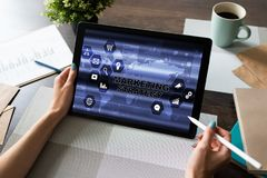Διάγραμμα εμπορικής στρατηγικής στην οθόνη συσκευών E στοκ φωτογραφία
