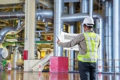 Διάγραμμα σχεδίων ανάγνωσης μηχανικών για τη συντήρηση στο εργοστάσιο παραγωγής ηλεκτρικού ρεύματος στοκ φωτογραφία