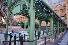 Διάδρομοι και πράσινες στέγες στοκ φωτογραφία με δικαίωμα ελεύθερης χρήσης