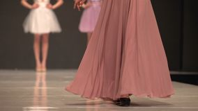 Διάδρομος προτύπων εβδομάδας μόδας απόθεμα βίντεο