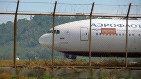 Διάδρομος στροφής αεροπλάνων πριν από την αναχώρηση απόθεμα βίντεο