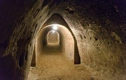 Διάδρομος υπόγειων θαλάμων ενός κελαριού κρασιού Στοκ εικόνες με δικαίωμα ελεύθερης χρήσης