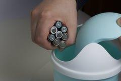 Διάθεση των μπαταριών στο εμπορευματοκιβώτιο Στοκ Φωτογραφίες