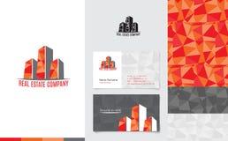 Διάνυσμα: Λογότυπο ακίνητων περιουσιών με την κάρτα επιχειρησιακού ονόματος και εταιρικό σχέδιο στο σύγχρονο χαμηλό πολυ ύφος, έν διανυσματική απεικόνιση